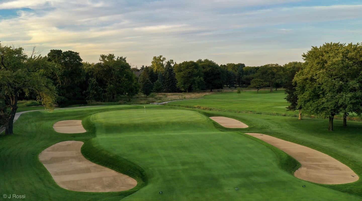 Blue Mound's 3rd is a classic biarritz