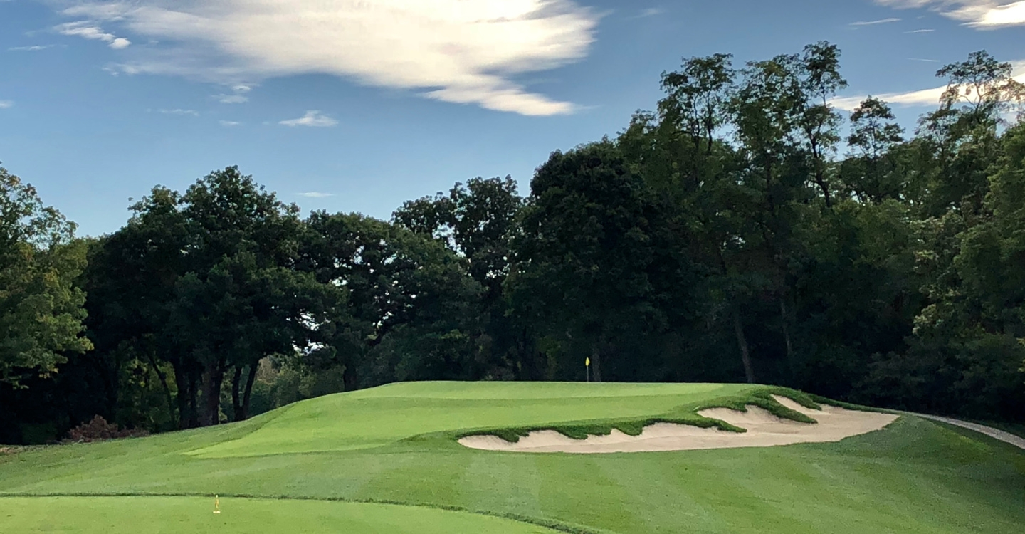 The par-3 15th displays clear Hirono inspiration