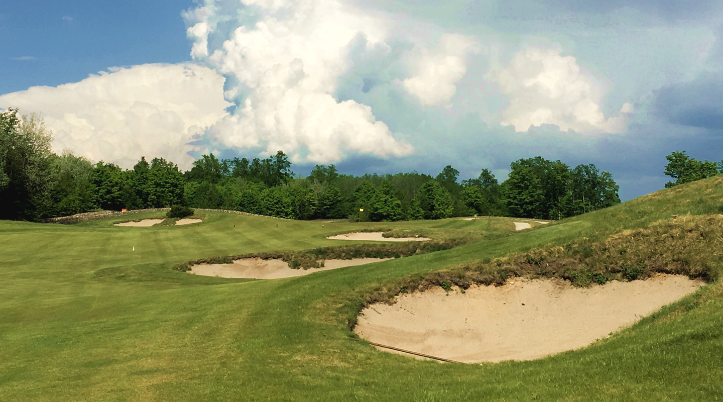 Bunkers flank the right on the 10th fairway, allowing players to cozy up for the best angle