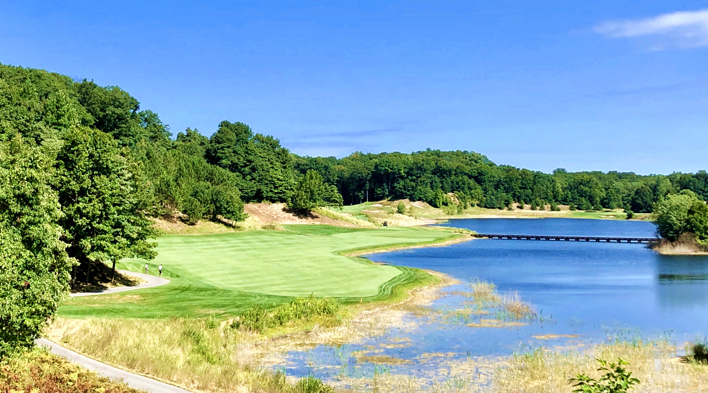 The 14th is a gorgeous lay-of-the-land four par