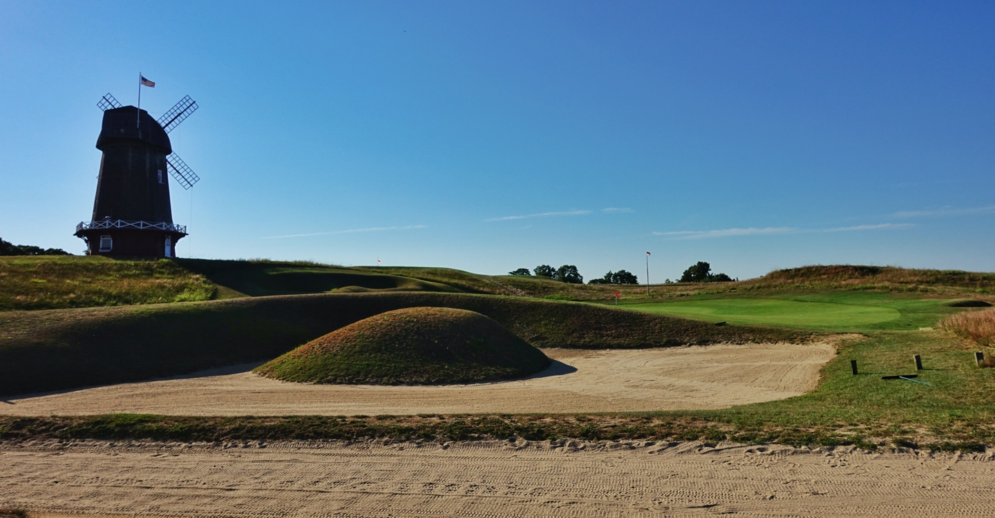 Macdonald's bold and artistic bunkering stymies low approaches