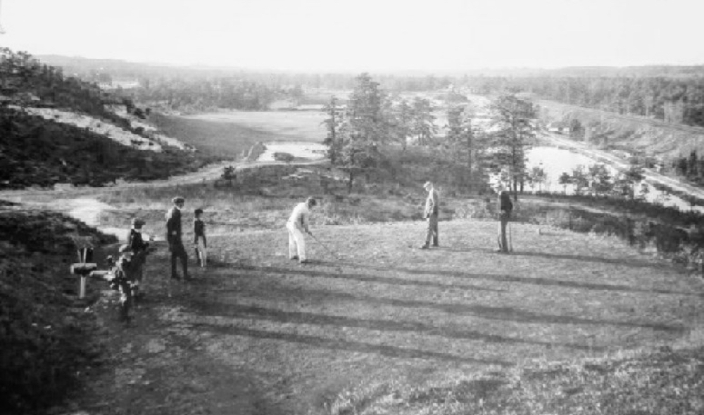 Harry Colt and friends tee off on the 18th
