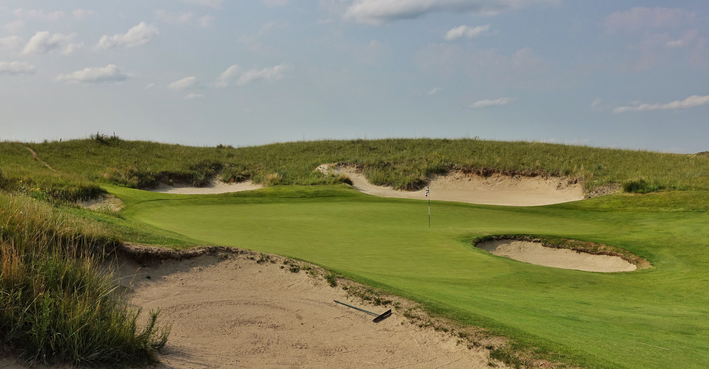 Pins behind the front bunker tempt disaster