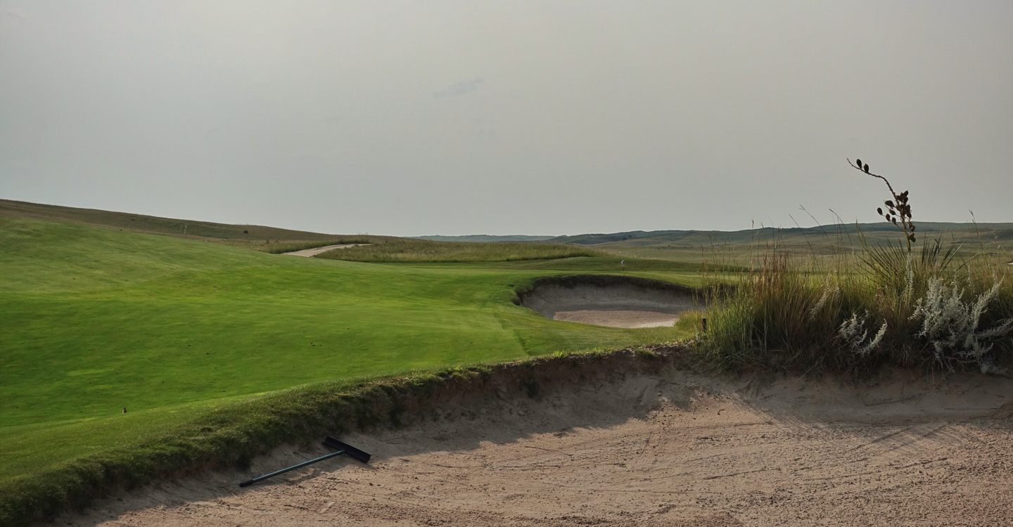 Approaches from the right can effectively use the slope