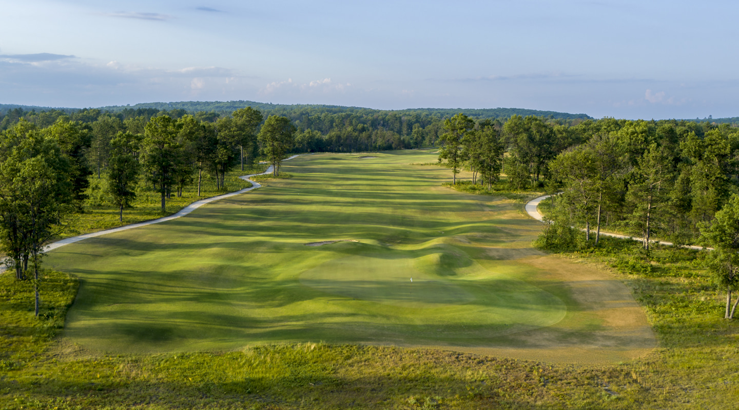 The same green plays as a par-3 on the Red Course - Photo Credit: Evan Schiller